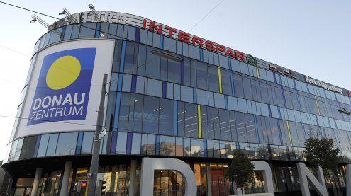 14-Jähriger vor Donauzentrum von Jugendlichen überfallen