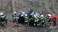 Pensionist stürzte mit Fahrzeug 30 Meter ab