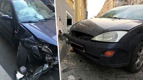 Auto krachte in Wien-Alsergrund in Mauer: Fahrer schwer verletzt