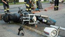 Motorradfahrer prallte gegen abbiegendes Auto