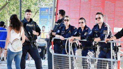 700 Polizisten und 500 Ordner sorgen beim DIF für Sicherheit