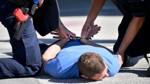 Widerstand in Brigittenau: Mann biss Polizisten die Hand blutig