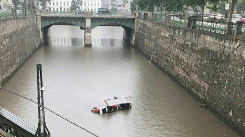 Drei Arbeiter nach Unwetter aus Wienfluss gerettet: Im Spital